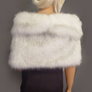 Other - 🧥 [faux Fur] white grey husky shawl